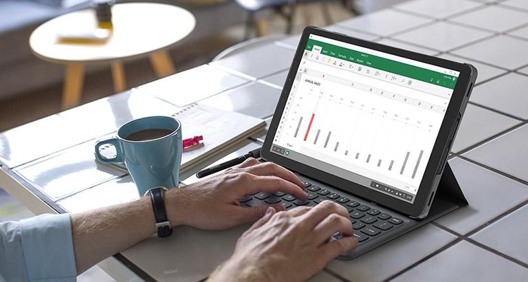 L'aspetto di un tablet, le capacità di un PC desktop